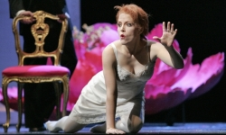 Lucio Silla at Santa Fe Opera: Celena Shafer as Giunia Photo: Ken Howard